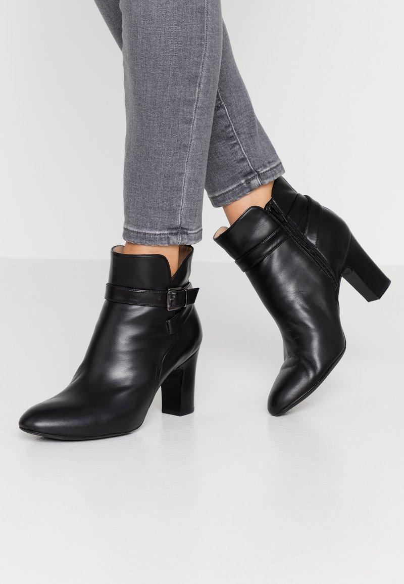 Unisa Wide Fit - UMBRIAWD - Boots à talons - black