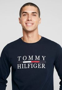 Tommy Hilfiger - LONG SLEEVE TEE - Long sleeved top - blue - 4