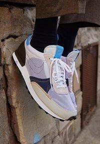 Nike Sportswear - DBREAK TYPE UNISEX - Trainers - white/university blue/velvet brown/obsidian/metallic gold - 2