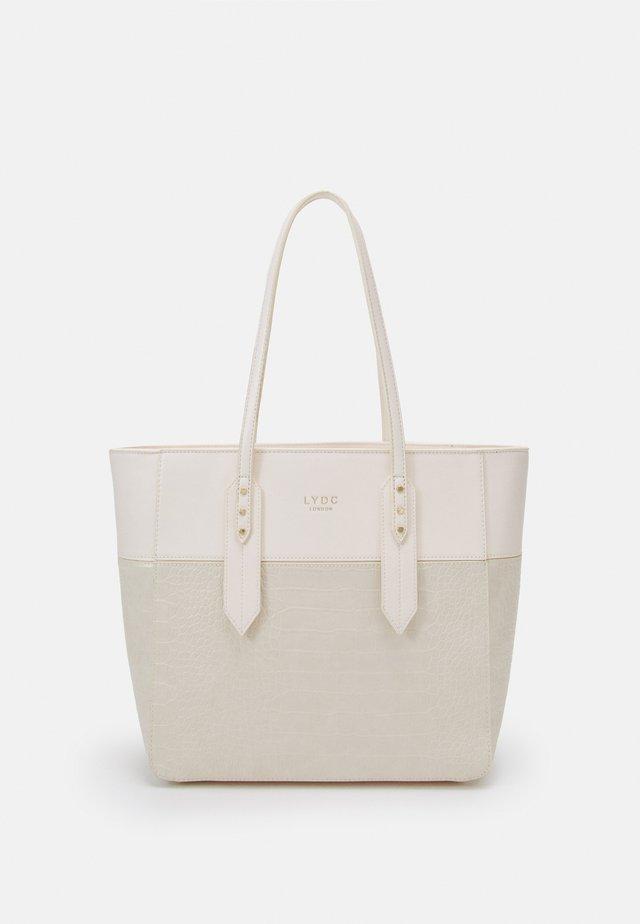 HANDBAG - Handväska - beige