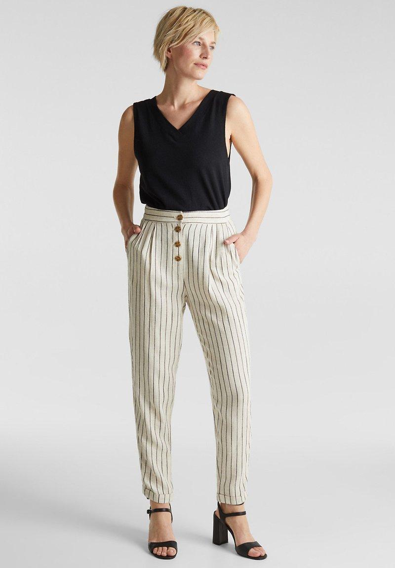 Esprit - PLEATED PANTS - Trousers - sand