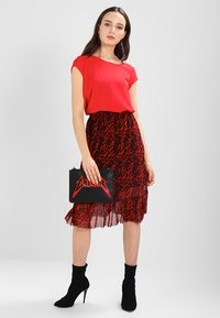 ONLY - ONLVIC  - Blouse - high risk red - 1