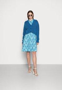Résumé - FARAH DRESS - Denní šaty - light blue - 1