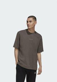 adidas Originals - RIB DETAIL  - Basic T-shirt - brown - 0