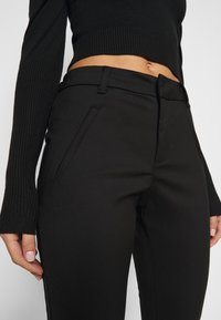Vero Moda Petite - VMVICTORIA ANTIFIT ANKLE PANTS  - Trousers - black - 3