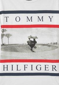 Tommy Hilfiger - PHOTO PRINT  - T-shirt imprimé - white - 2