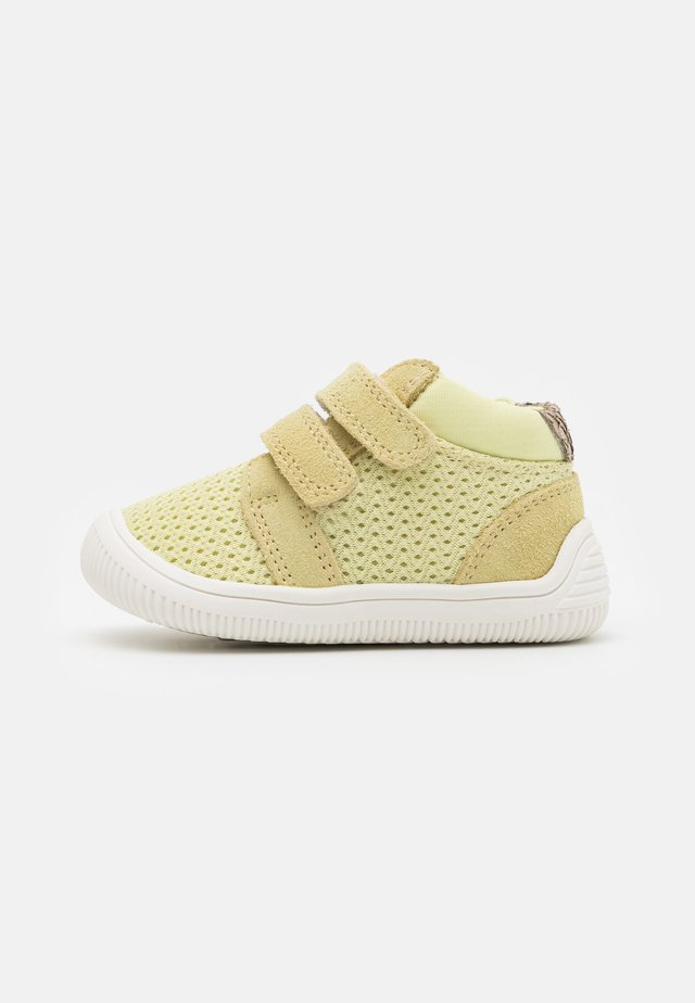 TRISTAN BABY UNISEX - Baby shoes - lemongrass