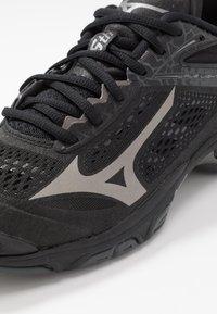 Mizuno - WAVE LIGHTNING Z5 - Volleyball shoes - black/met shadow/dark shadow - 5