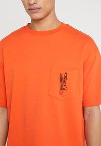 Tonsure - WILLIAM - Camiseta estampada - orange - 4