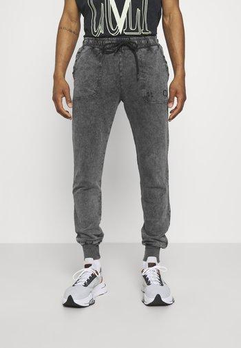 ESSENTIAL DISTRESSED - Pantaloni sportivi - washed black