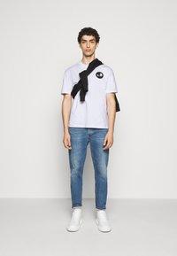 McQ Alexander McQueen - DROPPED SHOULDER - Print T-shirt - optic white - 1