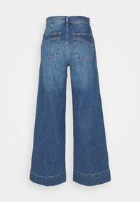 GAP - WIDE LEG VERNON VINTAGE DETAILS - Flared Jeans - medium indigo - 1