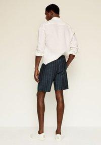 Mango - Shorts - dunkles marineblau - 2
