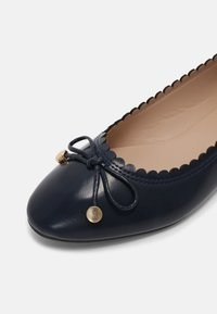 Dorothy Perkins - PEACE SCALLOP - Ballet pumps - navy - 5
