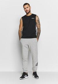 adidas Performance - MUST HAVES SPORT TAPERED SWEAT PANT - Pantalon de survêtement - grey - 1