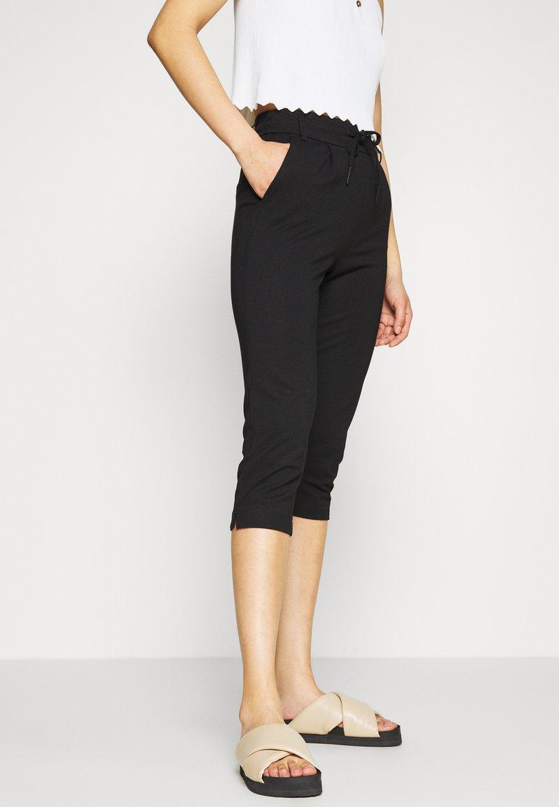 ONLY Petite - ONLPOPTRASH EASY CAPRI PANT  - Bukse - black