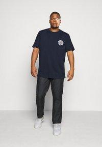 Jack & Jones - JORBRAD  - T-shirt print - navy blazer - 1