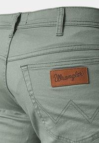 Wrangler - TEXAS - Straight leg jeans - wreath green - 5
