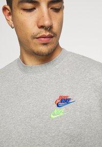 Nike Sportswear - Sweatshirt - grey heather - 6