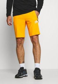The North Face - MENS GLACIER SHORT - Pantalones montañeros cortos - flame orange - 0