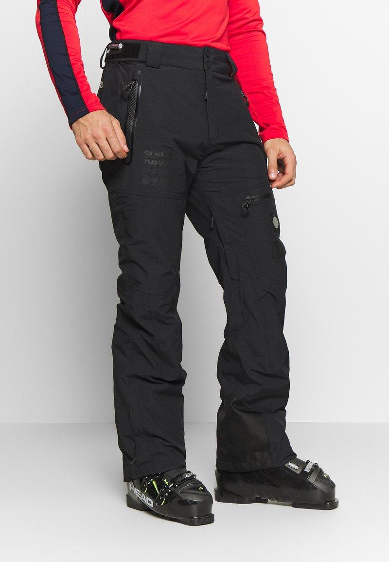Superdry - PRO RACER RESCUE PANT - Spodnie narciarskie - onyx black