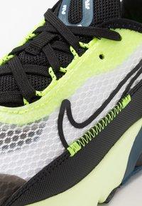 Nike Sportswear - AIR MAX 2090 UNISEX - Zapatillas - white/black/volt/blue force - 2