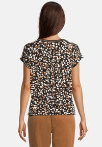 Betty & Co - Print T-shirt - schwarz/braun - 2