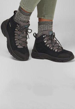 TREGO EL CAPITAN - Lace-up ankle boots - schwarz