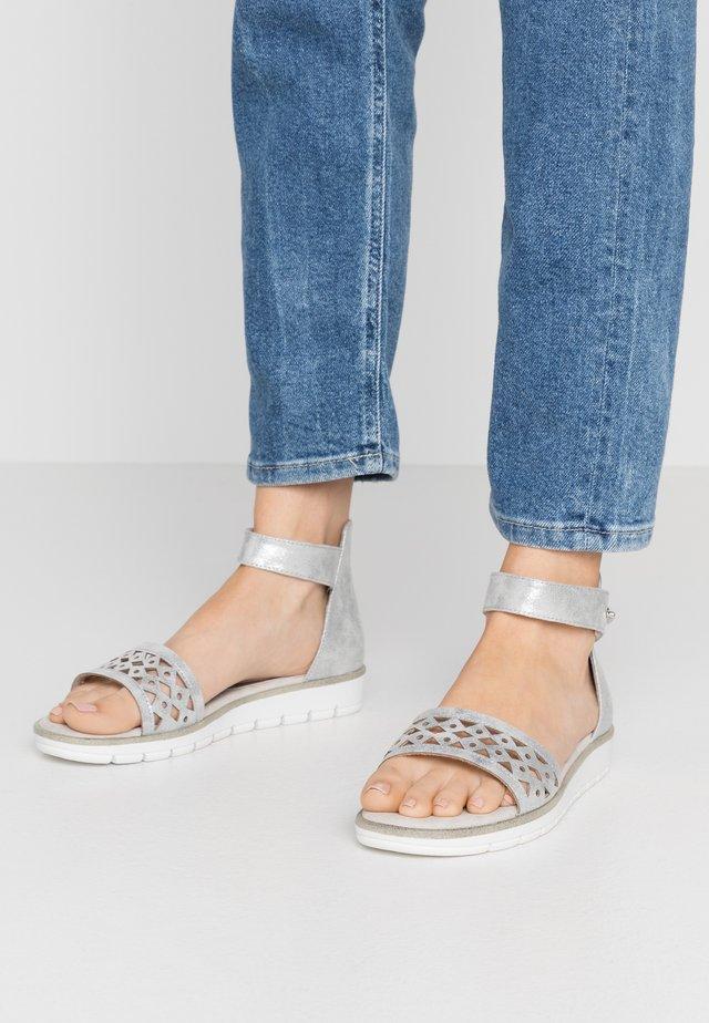 Sandály - light grey metallic
