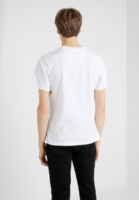 Barbour International - ESSENTIAL SMALL LOGO TEE - Basic T-shirt - white - 2