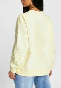 River Island Petite - NEW YORK - Sweatshirt - yellow - 1