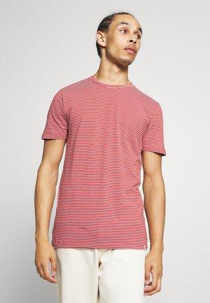 LUKA  - Camiseta estampada - red ochre