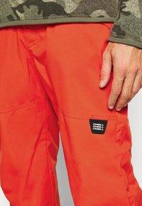 O'Neill - HAMMER SLIM PANTS - Zimní kalhoty - fiery red - 4