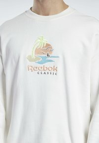 Reebok Classic - CL SR GRAPHIC CREW - Sweatshirt - chalk - 2