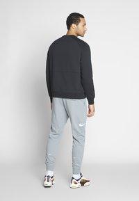 Nike Sportswear - AIR - Collegepaita - black/white/university red - 2