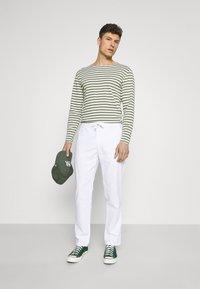Lindbergh - ELASTIC WAIST PANTS - Trousers - white - 1
