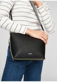 s.Oliver - CITY  - Across body bag - black - 2