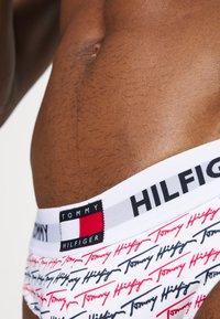 Tommy Hilfiger - DNA BRIEF - Plavky slipy - white - 3