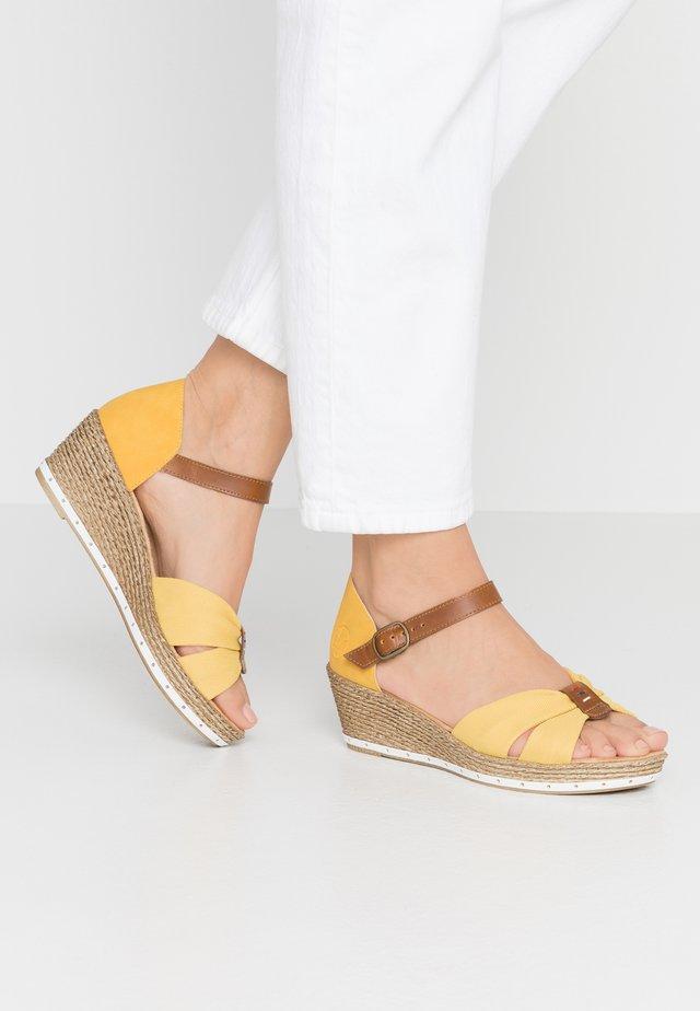 Sandales à plateforme - yellow/amaretto/gelb