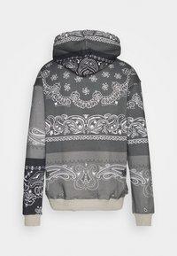 Mennace - BANDANA PRINT REGULAR HOODIE UNISEX - Sweatshirt - dark grey - 1