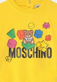 MOSCHINO - UNISEX - Sweatshirts - cyber yellow - 2
