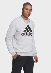 adidas Performance - BADGE OF SPORT FLEECE SWEATSHIRT - Sweatshirt - grey - 2