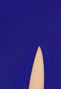 WAL G. - ARIAH OFF THE SHOULDER MAXI DRESS - Vestido de fiesta - electric blue - 6