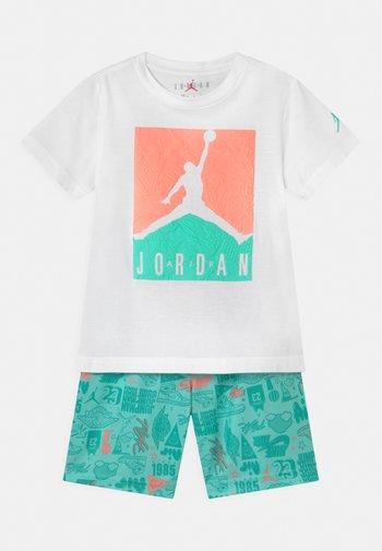 AIR ELEMENTS SET  - Sports shorts - tropical twist