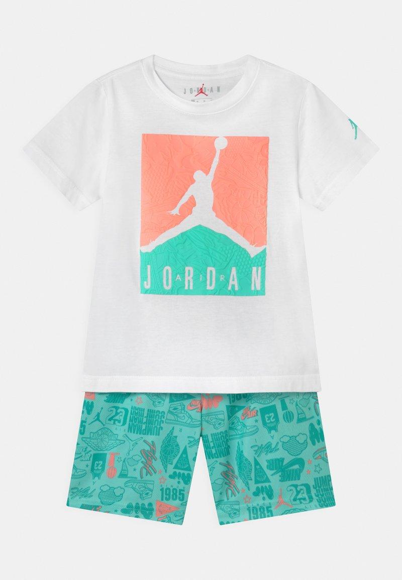 Jordan - AIR ELEMENTS SET  - Sports shorts - tropical twist