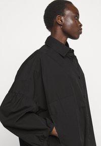 Henrik Vibskov - MOMENT DRESS - Košilové šaty - black - 3