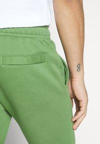 Nike Sportswear - CLUB - Tracksuit bottoms - treeline - 3