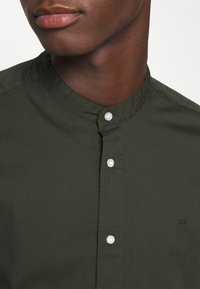 Calvin Klein - STAND COLLAR LIQUID TOUCH - Shirt - green - 5