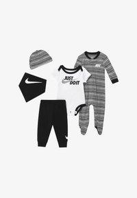 Nike Sportswear - STRIPE SET - Gorro - black - 3