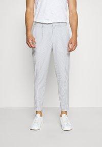 Selected Homme - SLHSLIM YONG WHITE STRIPE SUIT - Oblek - white/blue - 4